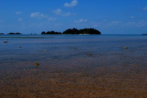 東シナ海 恩納村の沖縄海岸国定公園