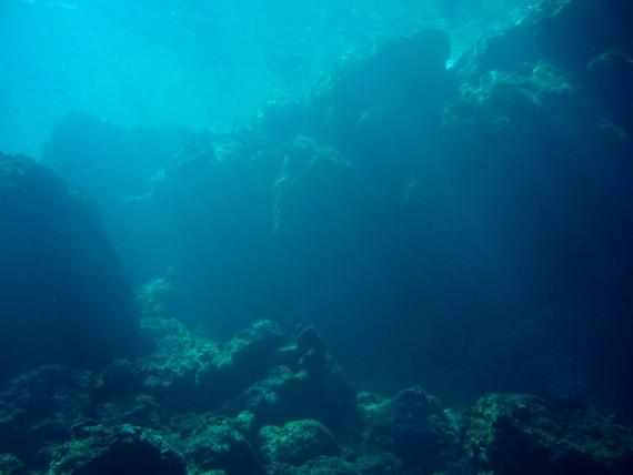 沖縄で人気№1のダイビングスポット 青の洞窟