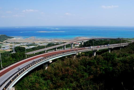 南城市の久高島まで見渡せる絶景ニライカナイ橋