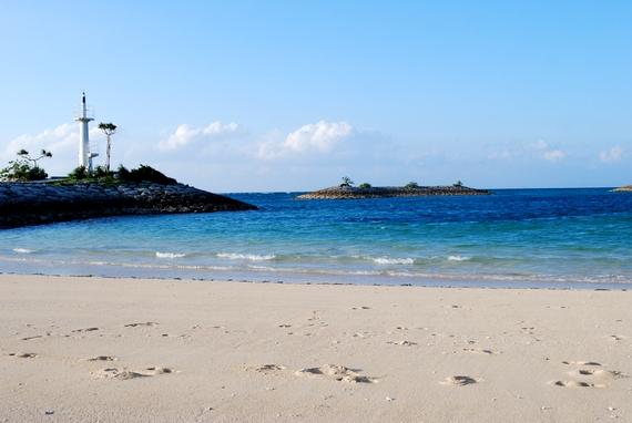 リゾート地 恩納村の西海岸 サンマリーナビーチ