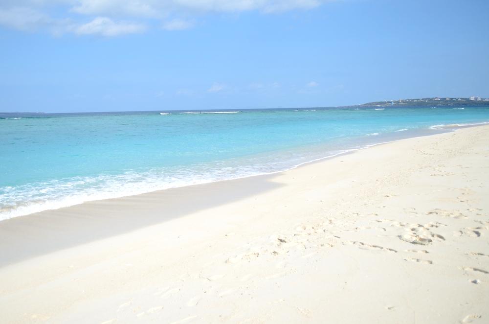 沖縄のマジで綺麗な瀬底島の瀬底ビーチ