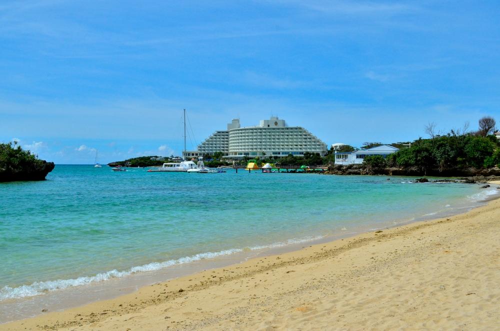 沖縄の海を見ながら万座ビーチリゾートの挙式