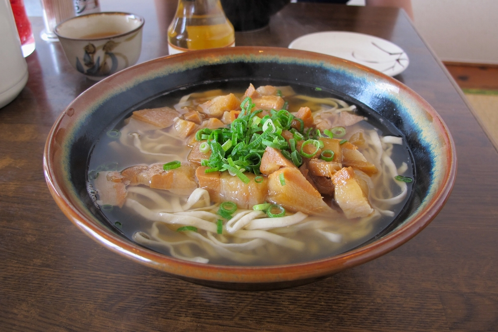 恩納村の沖縄そば 自家製麺のなかむらそば