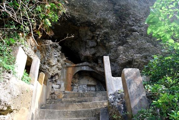 浜比嘉島 アマミチューの墓