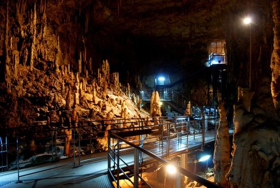 沖縄観光の定番 おきなわワールド 玉泉洞